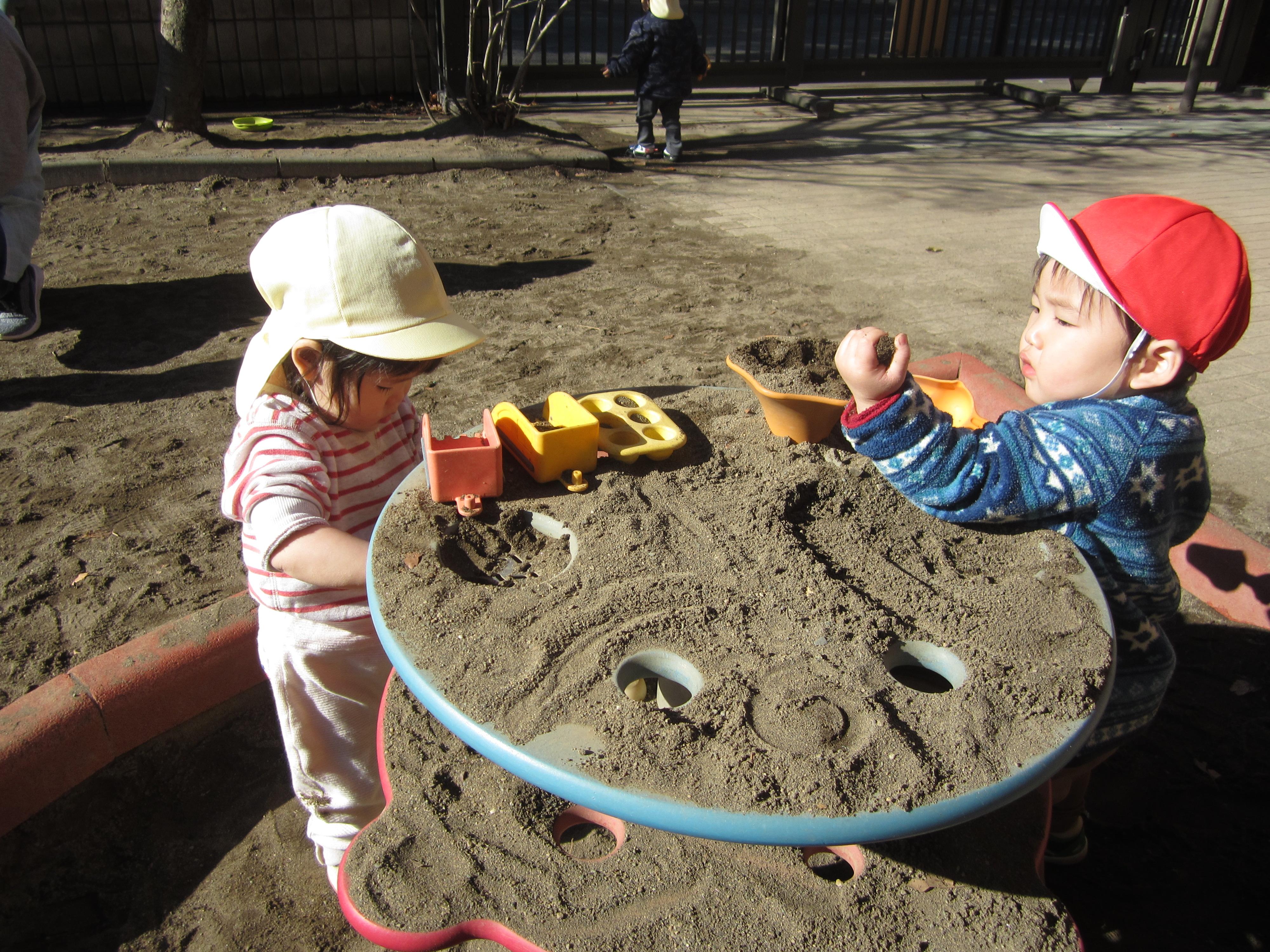 園庭遊び つぼみ組(0歳)